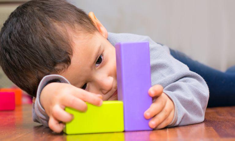 اوتیسم و علائم آن