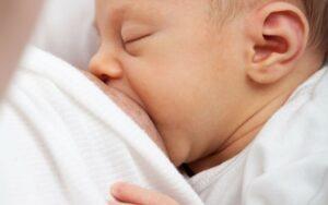 شیر خوردن نوزاد در هفته اول